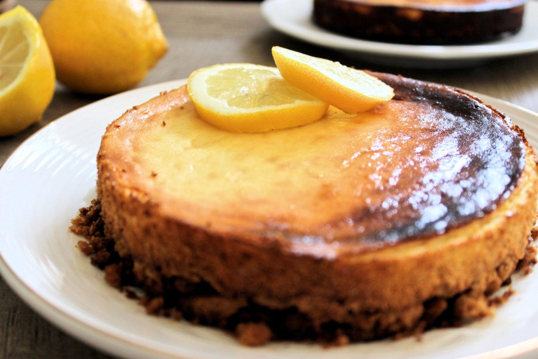 Zitronen-Cheesecake mit Knusperboden